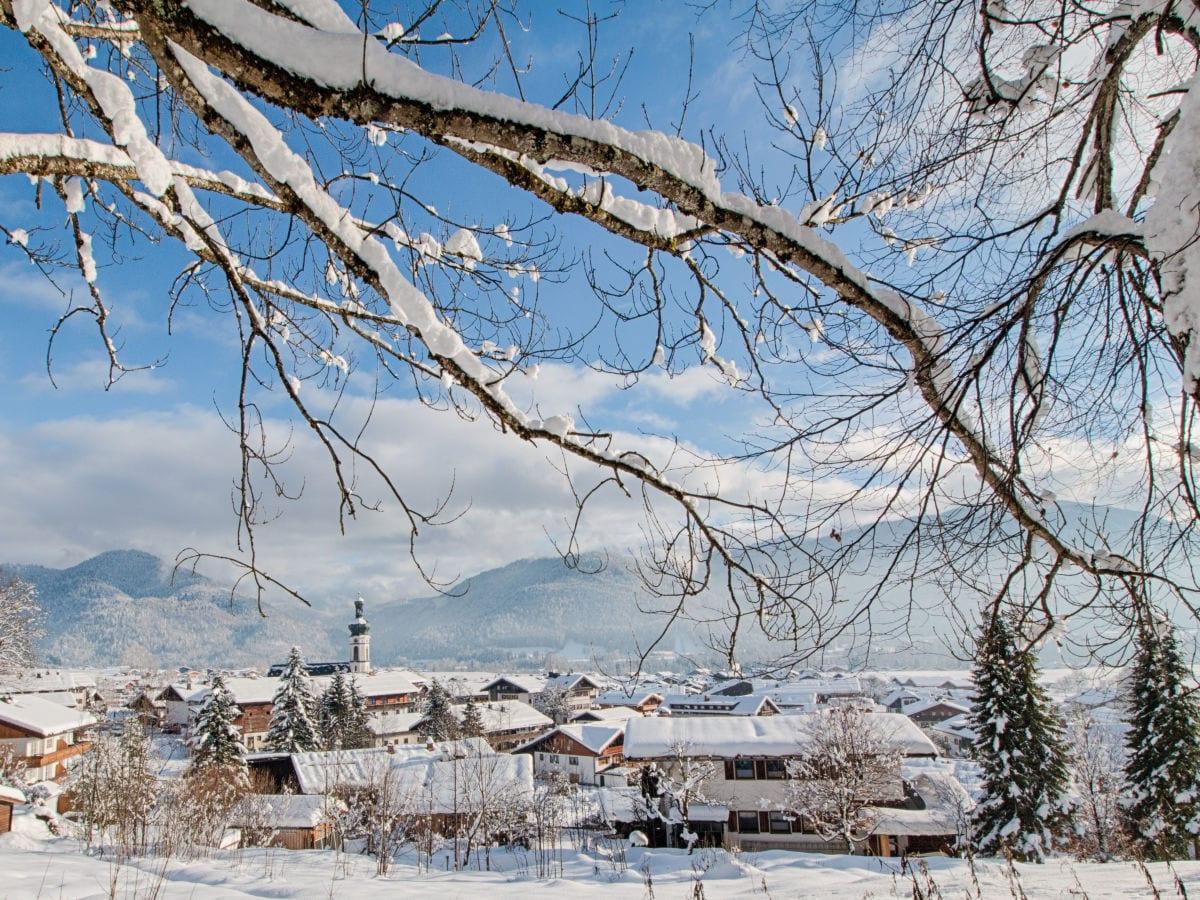 haus-sonnenrosen-reit-im-winkl-winterlandschaft-